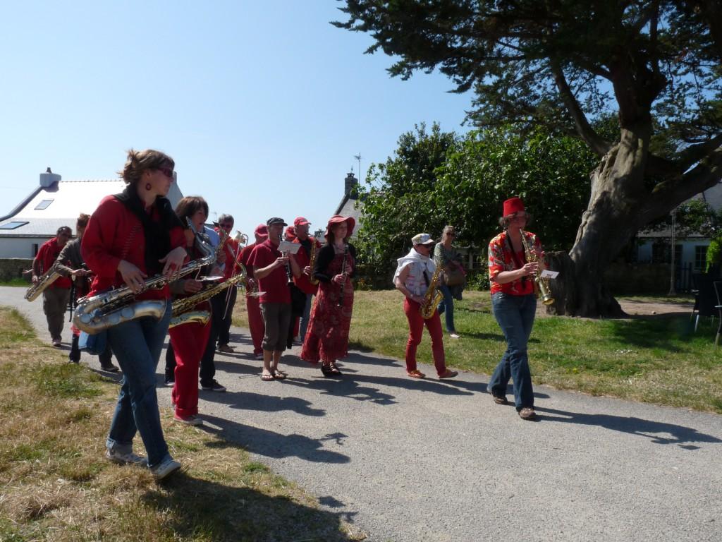 Fanfare Prise de bec à Hoedic, juin 2013 -  - Photographie : Rosine Bernez