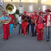 La fanfare Prise de bec à la fête de la musique de Montauban-de-Bretagne, juin 2014