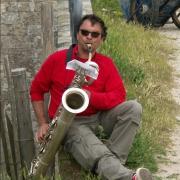 Éric, saxophone barython - Fanfare Prise de bec
